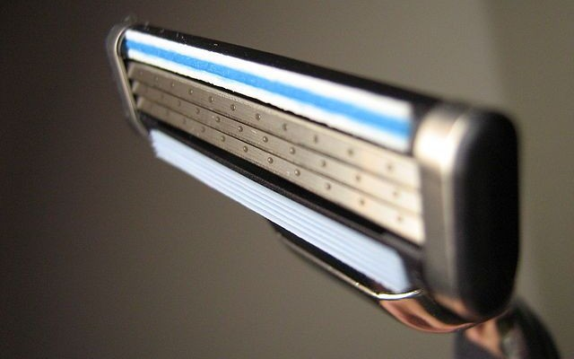Hoe-voorkom-je-ingegroeide-haren-bij-het-scheren-compressor